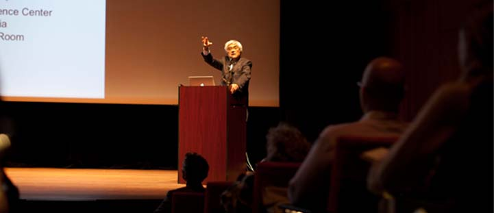 Architect Rafael Viñoly speaks at Thinking Into the Future: The Robie House Series on Architecture, Design, and Ideas, 2012